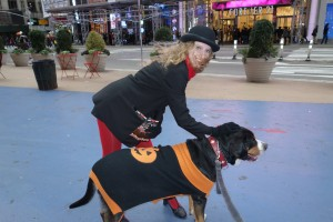 Oscar The Grouch Dog Meets A Broadway Actress in Times Square